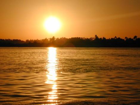 Sunset_over_Nile_River_mf_112902